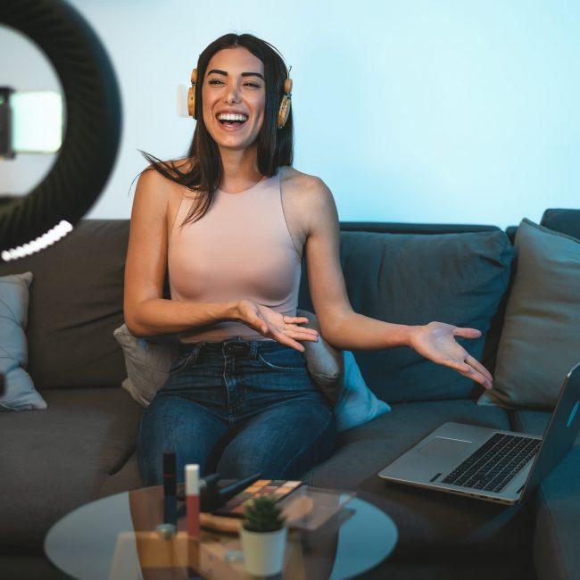 influencer vlogging online